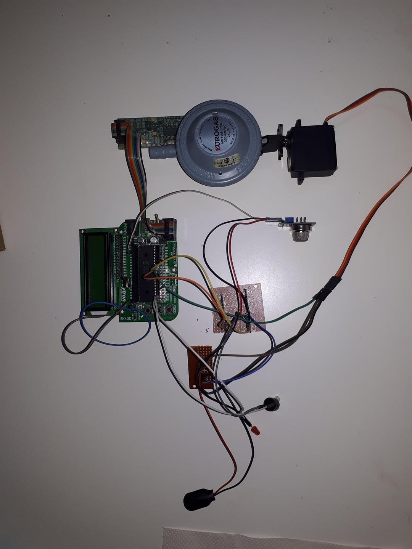 Projek Elektronik-Gas Alarm With Cut Off System (PIC)